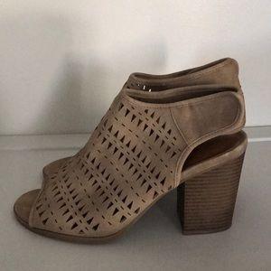 Indigo Rd tan block heels/open toe